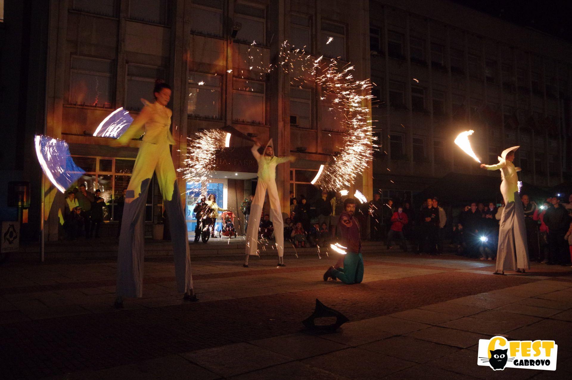 Огнено шоу на кокили на Театър на огъня и сенките Fireter, 21 май 2017 © 6Fest Габрово